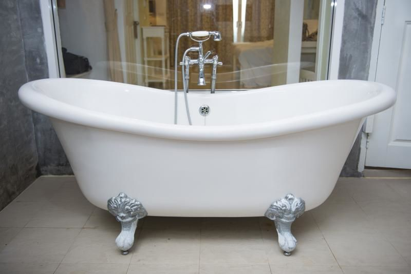 Comment détecter une Fuite d'eau sous la baignoire ?