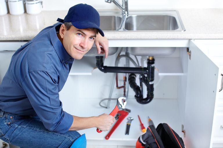 Comment débloquer facilement votre baignoire et votre siphon de sol ?