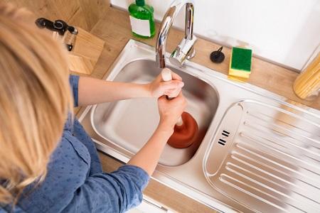 Comment déboucher votre évier de cuisine