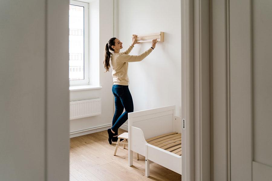Comment fixer une étagère dans votre salon ?
